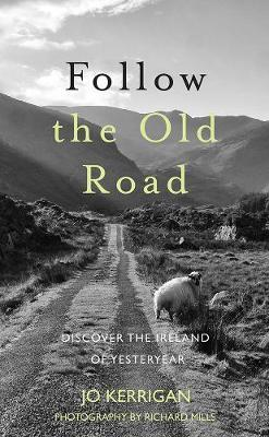 Jo Kerrigan | Follow the Old Road : Discover the Ireland of Yesteryear | 9781847179111 | Daunt Books